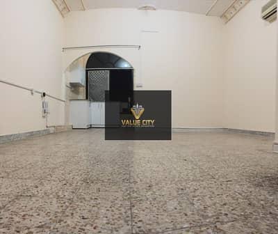 Studio for Rent in Madinat Zayed, Abu Dhabi - AMAZING LOCATION XL STUDIO  OPP. MADINAT ZAYED SHOPPING CENTER