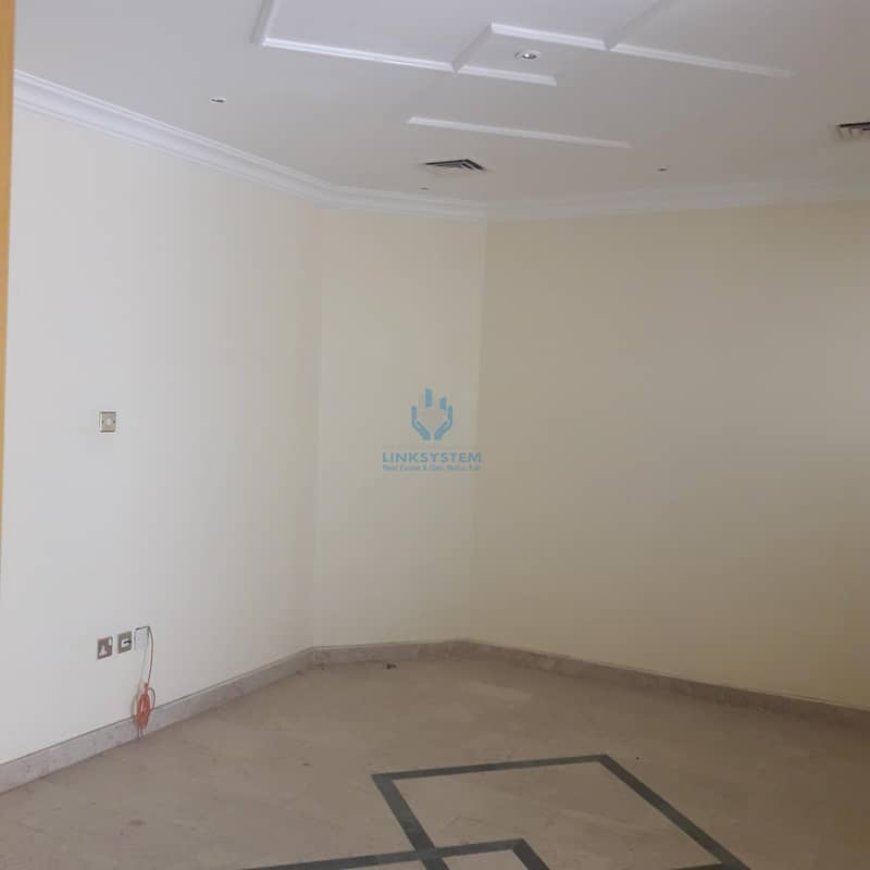 Nice Compound villa 5BHK in Mutradh AlAin