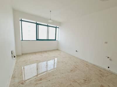 استوديو  للايجار في المجاز، الشارقة - شقة في المجاز 16900 درهم - 5014153
