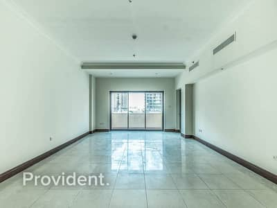 2 Bedroom Apartment for Sale in Palm Jumeirah, Dubai - Well Maintained | Vacant on Transfer | C Layout