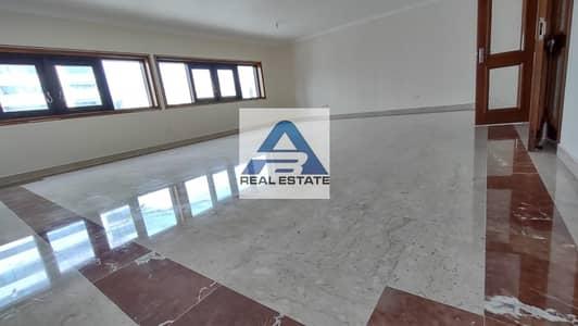 4 Bedroom Apartment for Rent in Hamdan Street, Abu Dhabi - Large Renovated 04 bedrooms on Hamdan Street
