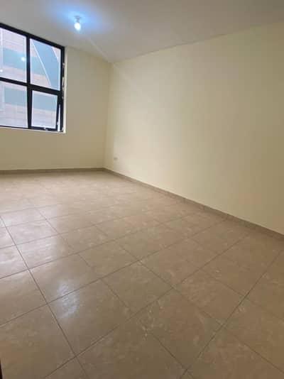فلیٹ 2 غرفة نوم للايجار في مصفح، أبوظبي - 2BHK For 40K Yearly In Hamdan Street W/Tawtheeq