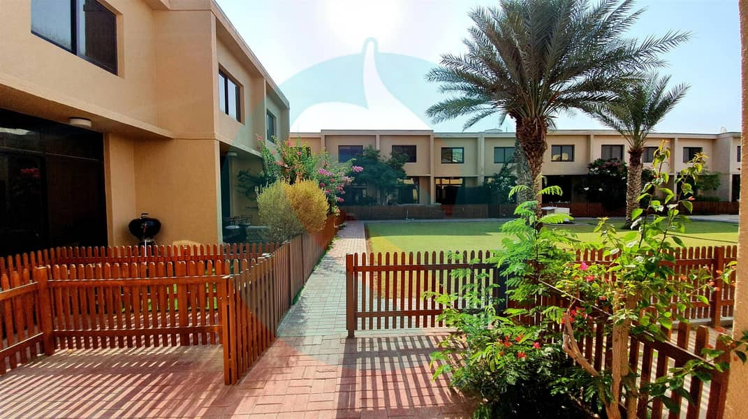 2 no commission\ 3 beds\ 4 baths Villa in Umm Suqeim
