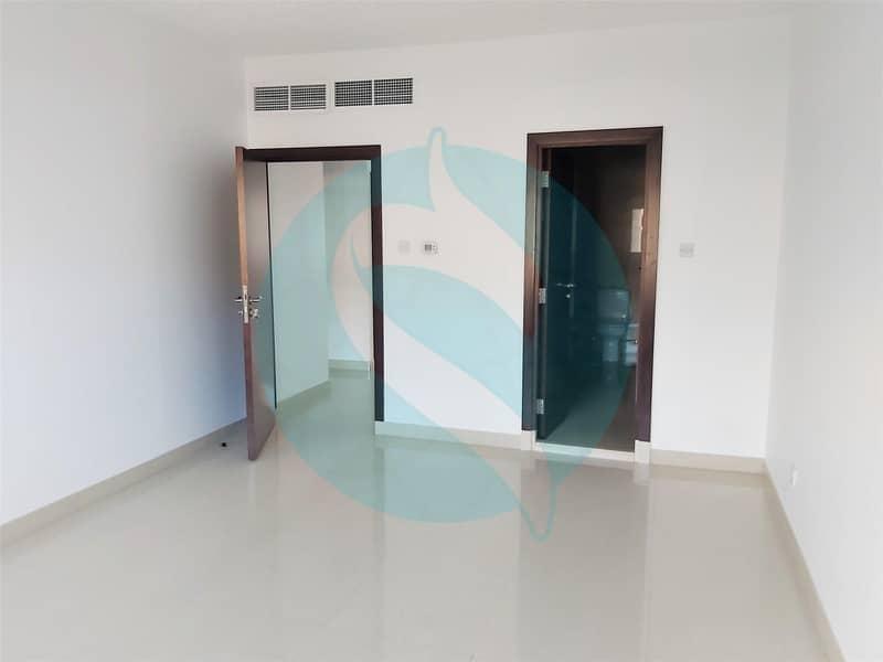 7 no commission\ 3 beds\ 4 baths Villa in Umm Suqeim