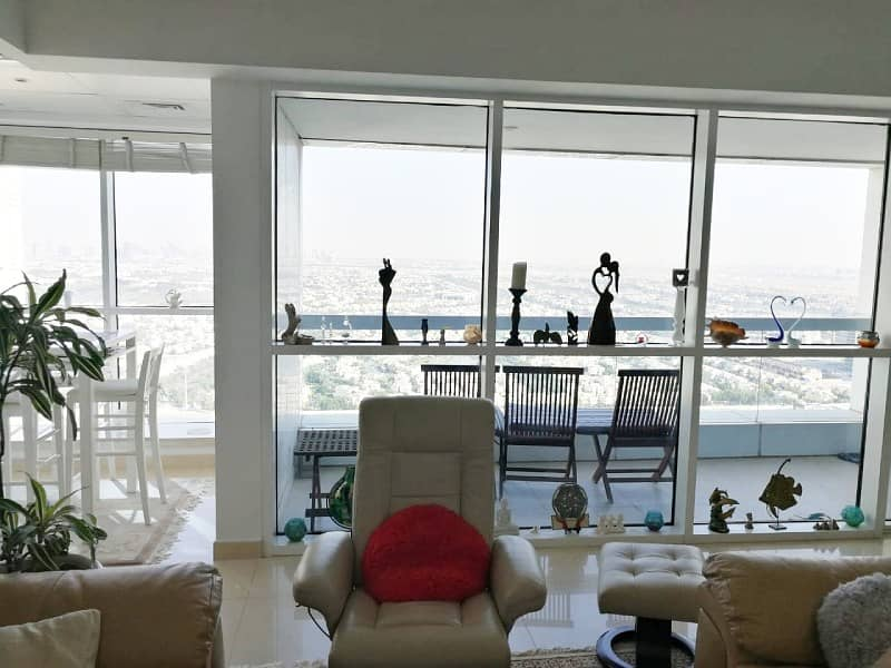 2 Fully Furnished/Spacious/High Floor
