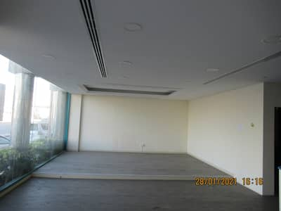 معرض تجاري  للايجار في القرهود، دبي - معرض تجاري في القرهود 125000 درهم - 5017465