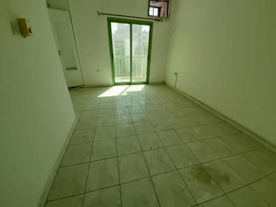 Studio for Rent in Al Nabba, Sharjah - Window ac studio flat seprate kitchen  12k with 4to6cheque payment deposit 1k