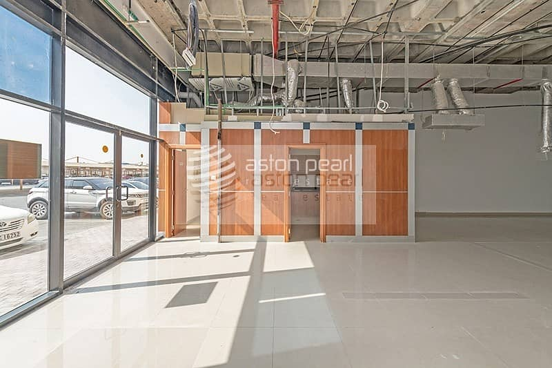 Perfect Location SHOW ROOM Great Exposure onto SZR