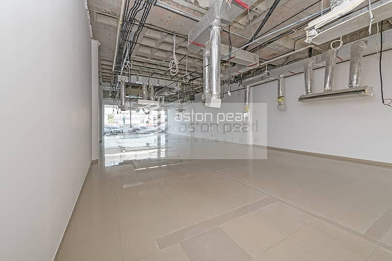 30 Perfect Location SHOW ROOM Great Exposure onto SZR