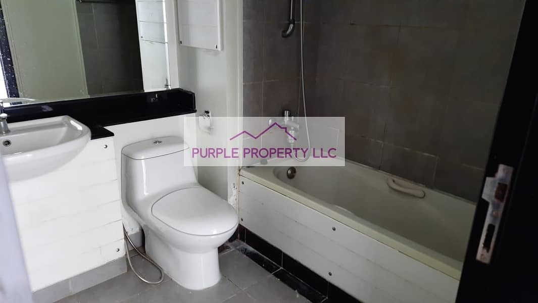 18 Hot Deal! Ground Floor! spacious! upgraded! Ready to move.. Call now
