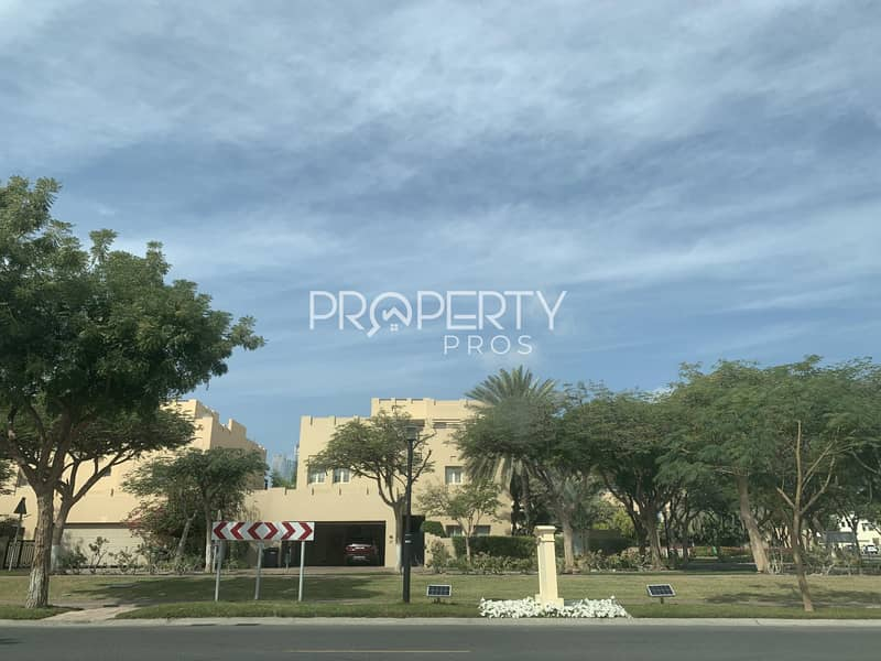 23 Beautiful Upgrade | Fully Landscaped | Study Room