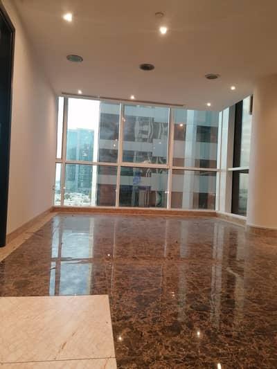 مکتب  للايجار في الخالدية، أبوظبي - Spacious Office with beautiful sea view available for 118K in khalidiya