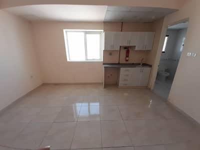 استوديو  للايجار في تجارية مويلح، الشارقة - شقة في تجارية مويلح 13000 درهم - 5018491