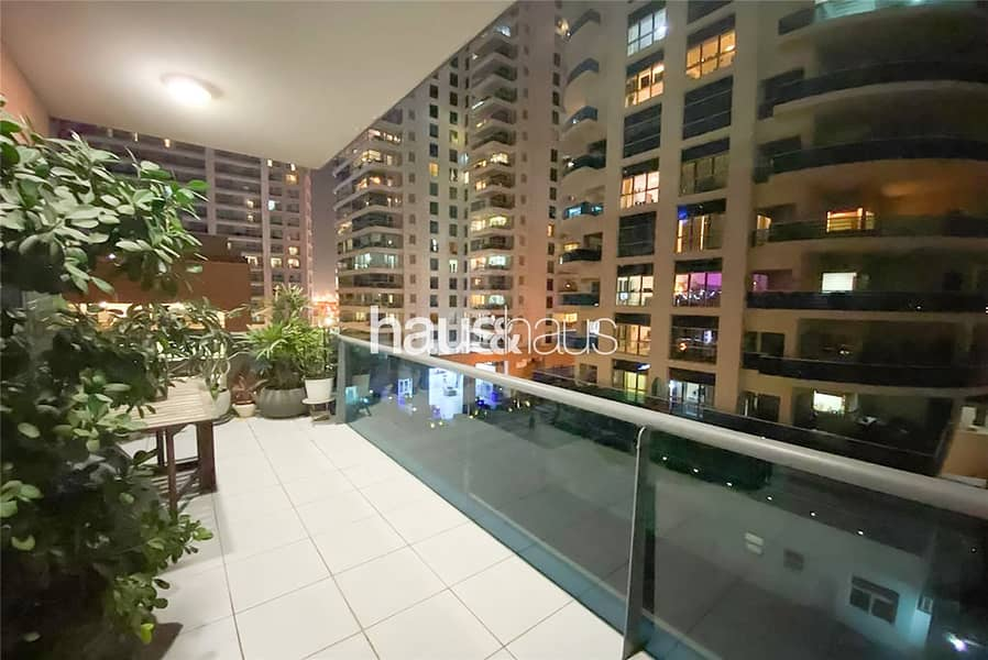 10 1 Bed | Close To Metro | Large Balcony