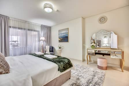 2 Bedroom Apartment for Rent in Palm Jumeirah, Dubai - Spacious master bedroom with designer touch