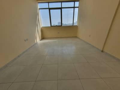 شقة 1 غرفة نوم للايجار في مصفح، أبوظبي - شقة رائعة من غرفة نوم واحدة في موقع متميز في مصفح الشعبي9 الموقع المفضل والقابل للتبني محاط بمعظم الضروريات.