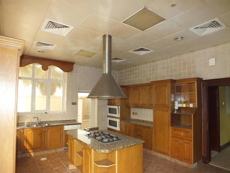 2 modern commercial independent villa umm suqeim 1 rent is 700k