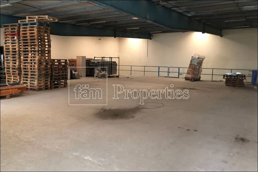 Well maintained / insulated warehouse in Al Quoz 4