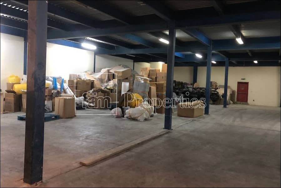 2 Well maintained / insulated warehouse in Al Quoz 4