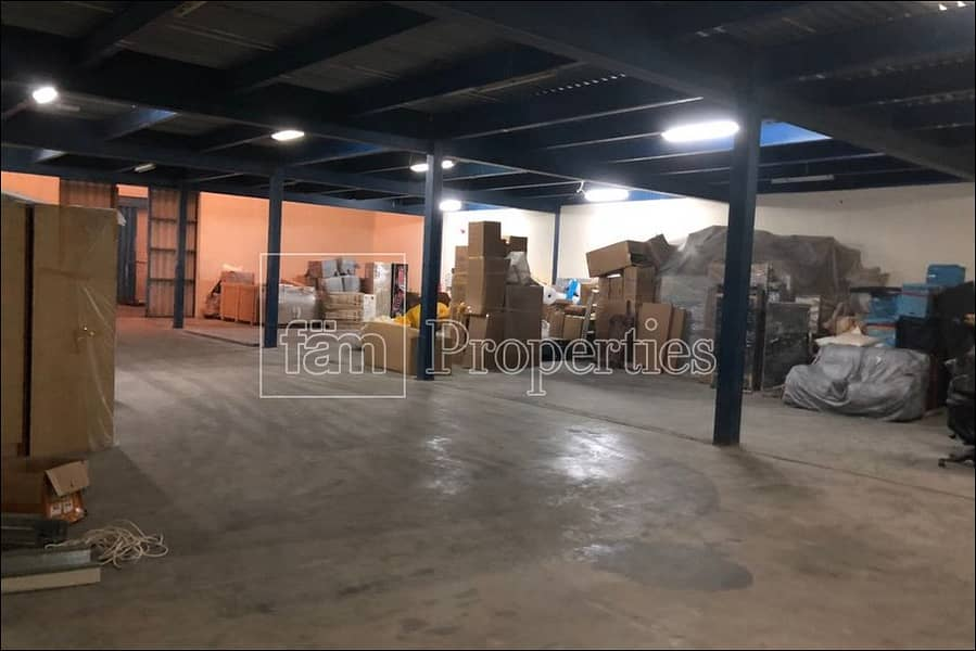 9 Well maintained / insulated warehouse in Al Quoz 4