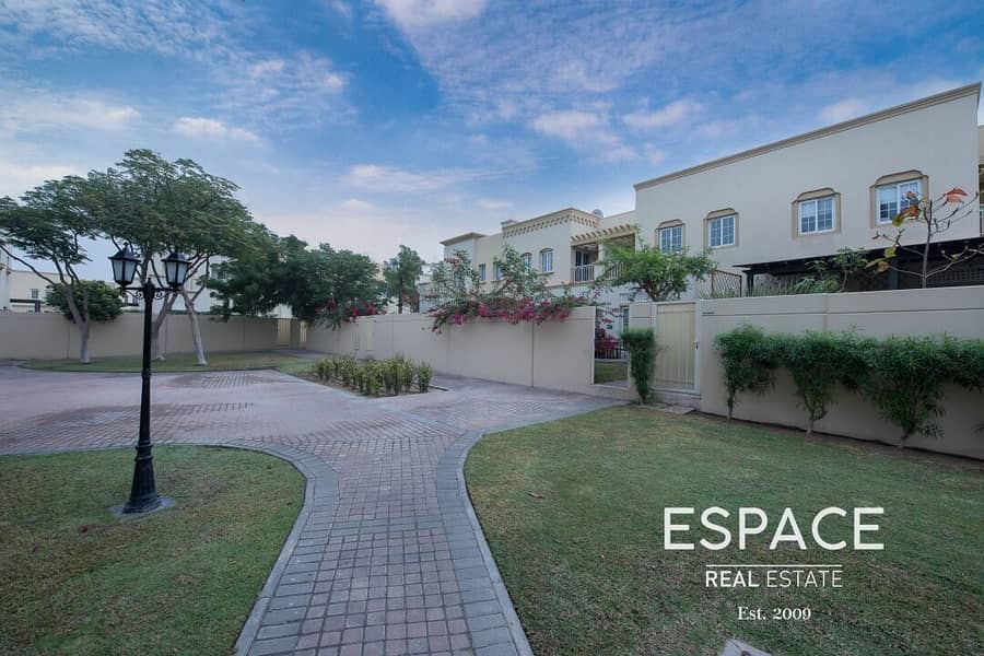 1 4M - Good Location - Backing Park And Pool