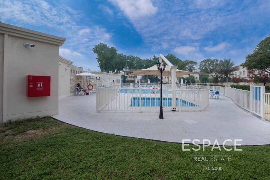 11 4M - Good Location - Backing Park And Pool