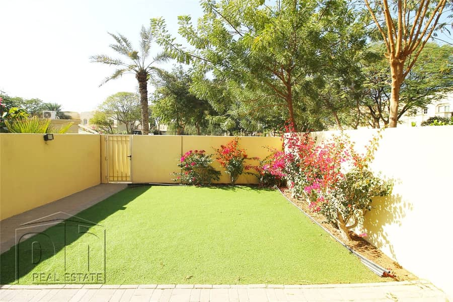 2 Immaculate 4m   Pool & Park   Available March