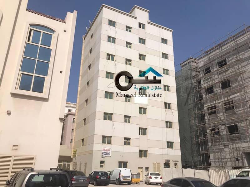 مبني سكني تجاري للبيع في منطقة النباع بالشارقة موقع ممتاز جدا الدخل اكثر من 10٪