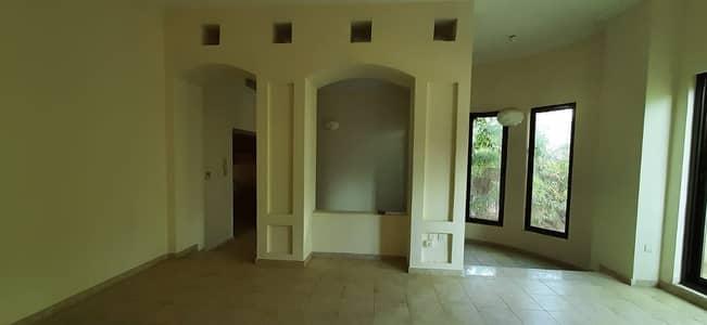 فیلا 4 غرف نوم للايجار في الخالدية، أبوظبي - Spacious 4 Master bedroom in central A/C