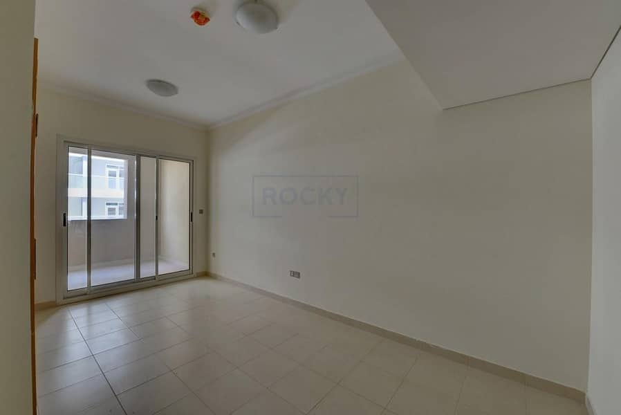 2 Gorgeous Studio with Equipped Kitchen