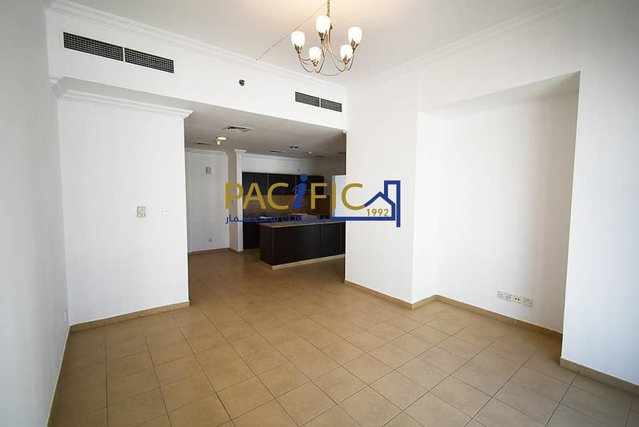 1 Large master Bedroom  | Near Beach and Media City