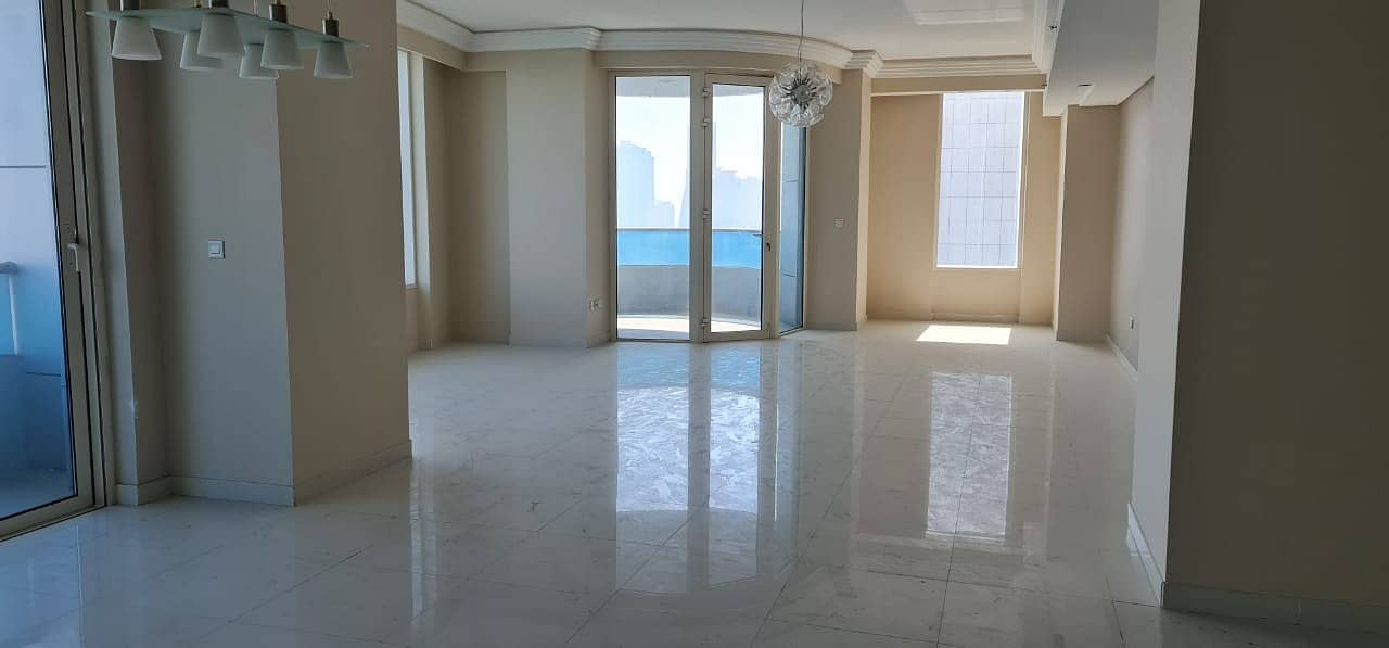 4BHK EXTRA SPACIOUS Apartment in a luxurious building of Buhairah corniche area, Sharjah
