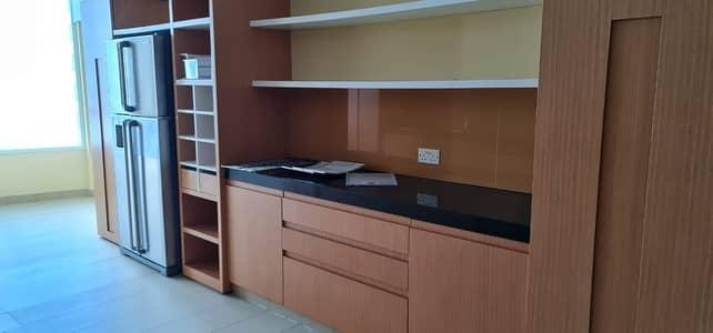 شقة في كورنيش البحيرة 3 غرف 125000 درهم - 5022682