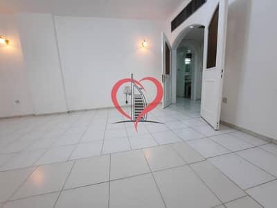 شقة 2 غرفة نوم للايجار في شارع النجدة، أبوظبي - Bright and Sparkling 2 Bedroom Hall Apartment in Al Najda Street