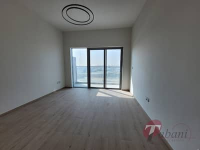 Next to Metro| Chiller Free| Kitchen Equipped