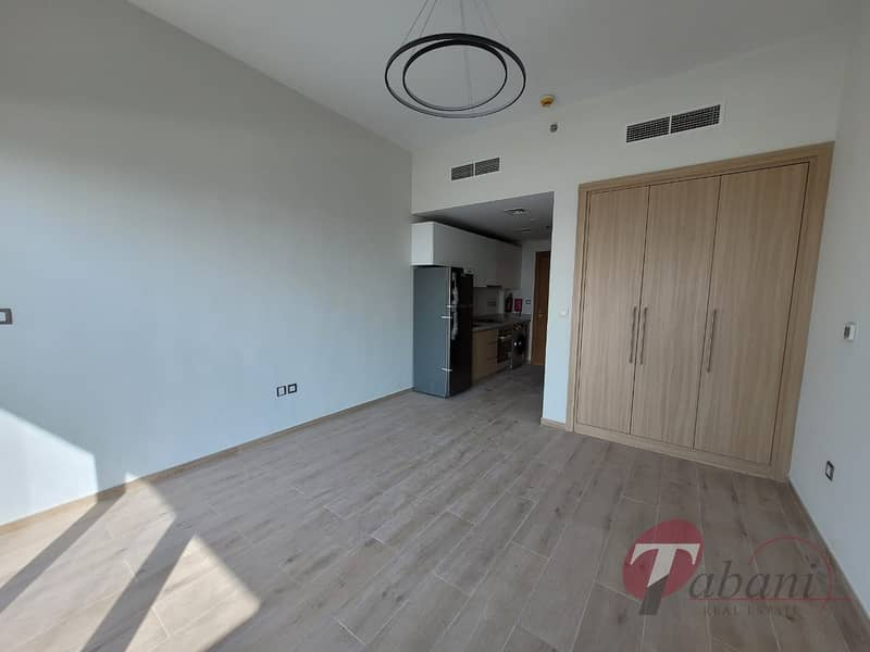 2 Next to Metro| Chiller Free| Kitchen Equipped