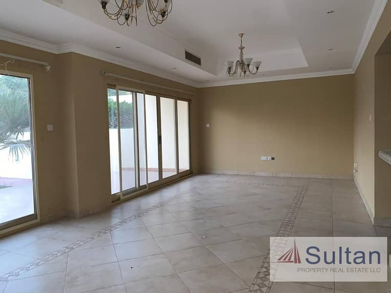2 Lovely 3 Bed Villa At Walk-able Distance To Mall