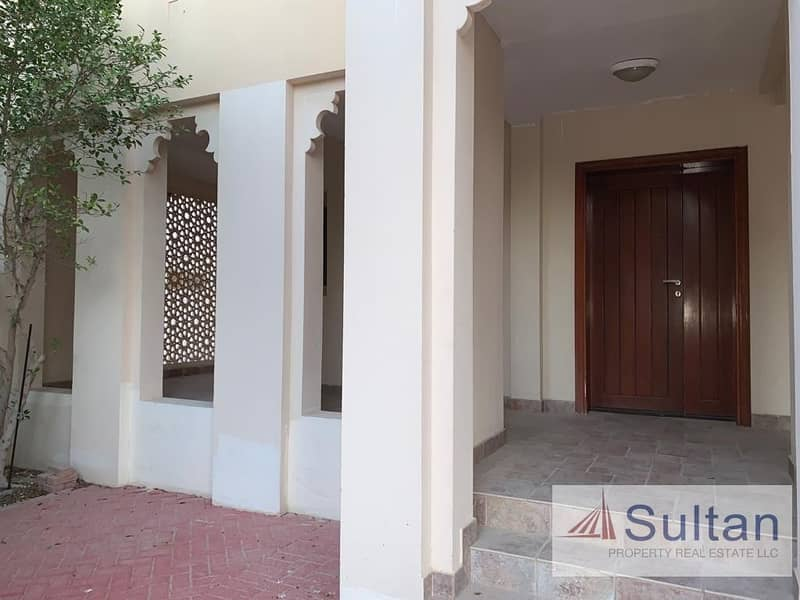 26 Lovely 3 Bed Villa At Walk-able Distance To Mall