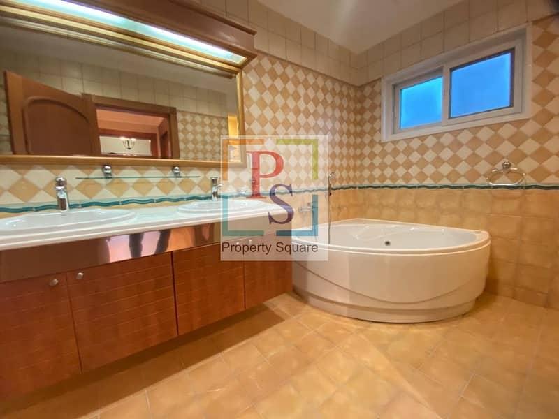 28 Luxurious 4 BD Villa with Pool in Prestigious Location