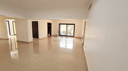 3 Bedroom Villa for Rent in Jumeirah, Dubai - Private Garden | Shared Pool | 3 BR Plus Maids