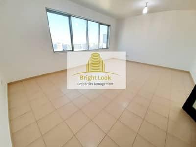 فلیٹ 4 غرف نوم للايجار في شارع المطار، أبوظبي - Delightful  4 BHK with Maid's Room