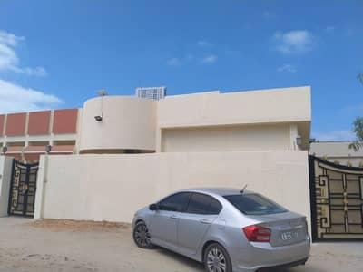 فیلا 4 غرف نوم للايجار في الرميلة، عجمان - فیلا في الرميلة 4 غرف 65000 درهم - 5028204