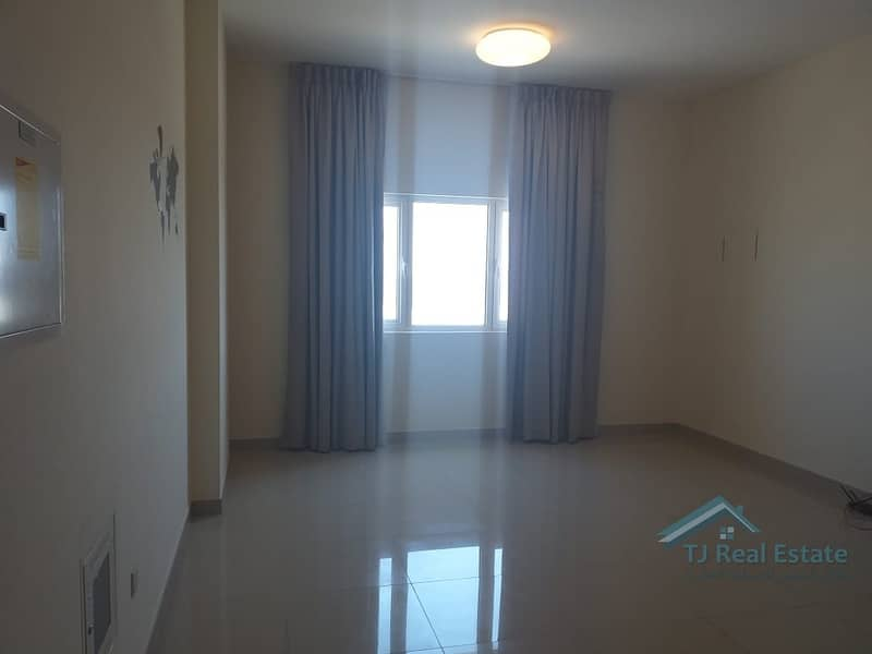 WELL MAINTAINED l WITH BALCONY l CLOSE TO METRO
