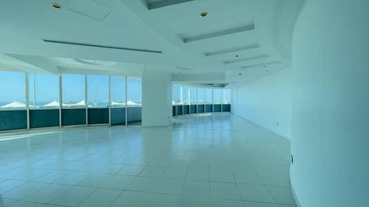 فلیٹ 4 غرف نوم للايجار في شارع الكورنيش، أبوظبي - Enjoy Best Sea View ! Balcony !Duplex Corniche Bay
