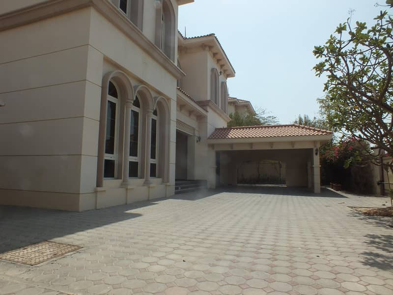 24 High Quality  property  independent 6bhk villa in safa 1 with P .garden  & S.pool rent is 250k