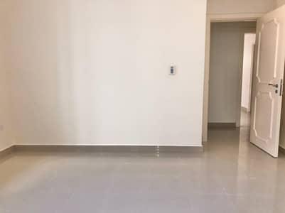 فلیٹ 3 غرف نوم للايجار في آل نهيان، أبوظبي - Spacious 3 bedrooms with maids  with car parking.