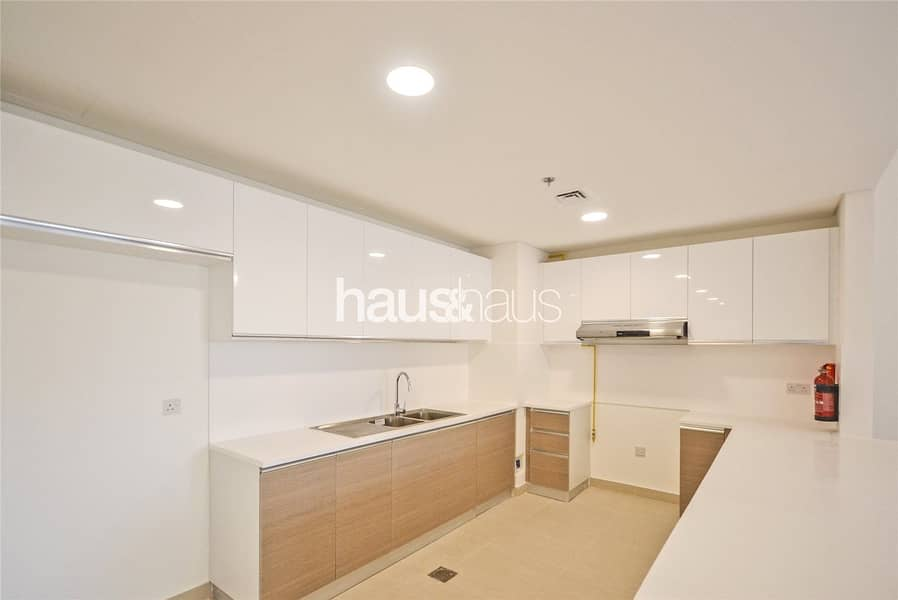 2 Exclusive 2 Bed | Bright and Spacious Corner Unit
