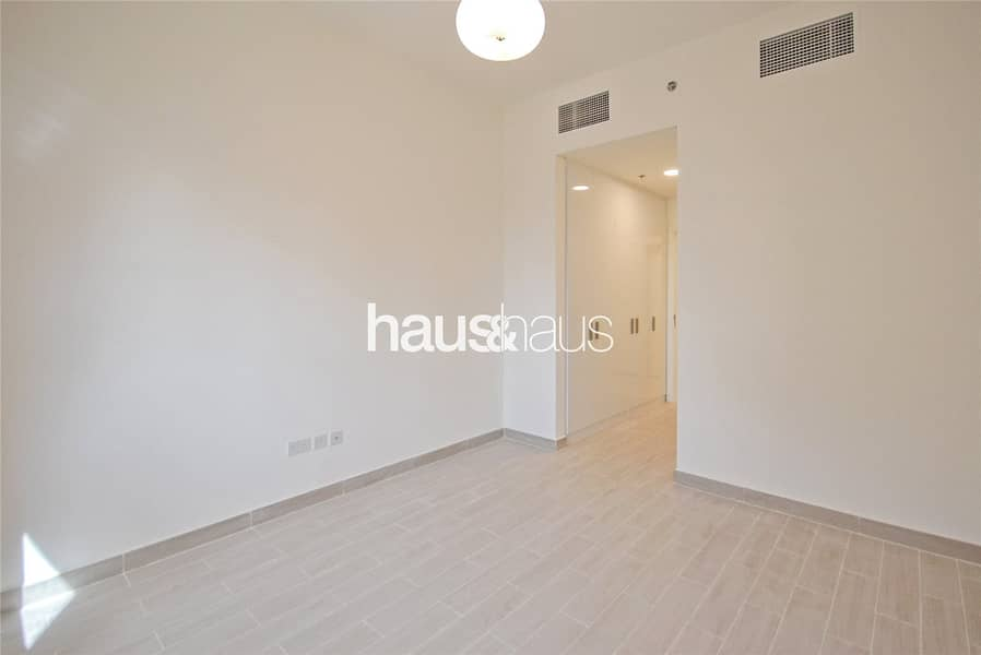 10 Exclusive 2 Bed | Bright and Spacious Corner Unit