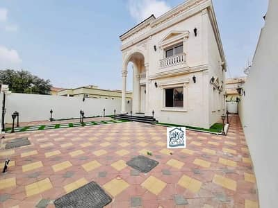 فیلا 5 غرف نوم للبيع في الروضة، عجمان - فيلا للبيع بالماء والكهرباء تصميم عربي