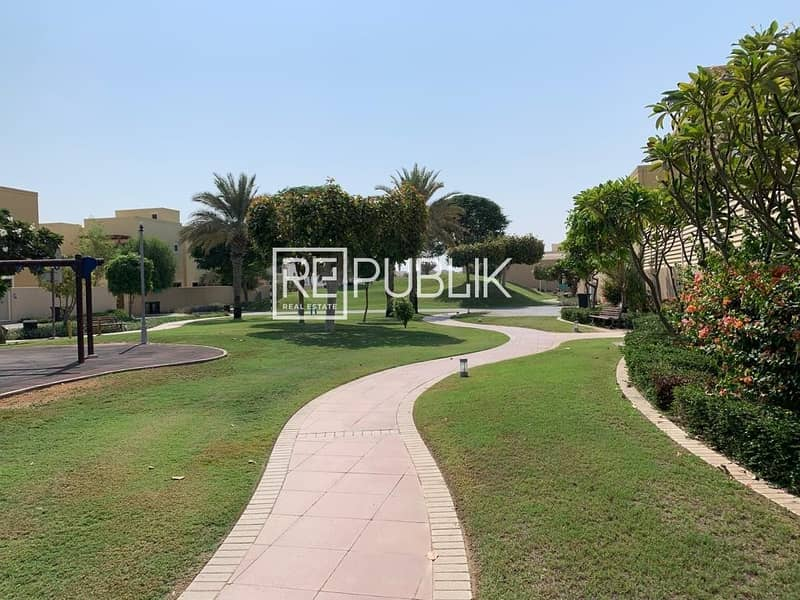 15 Fantastic 5 Bed Villa with Private Pool and Garden